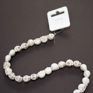 Be pretty string howlite skull 10*12 mm white ~29